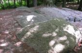 12: 5 enorme dæksten danner loft i gravkammeret. Her set fra sydvest.