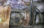 14: Gangåbningen i kammerets sydøstlige langside er nu sikret med kraftige stålbjælker, så du trygt kan besøge graven.