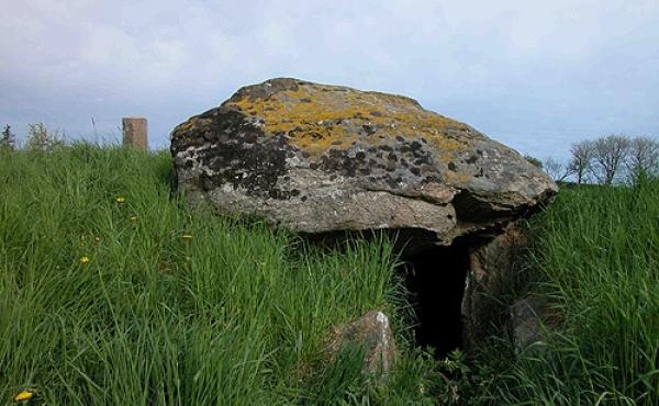 1: Gravkammeret og den tilstødende kammergang i Jyndovnen set fra syd.