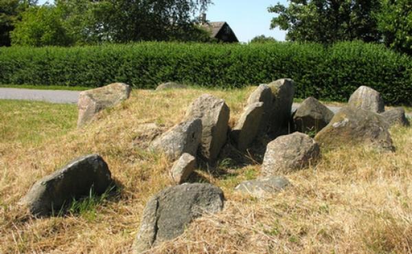 Det pæreformede østkammer set fra sydøst med bæresten fra den tilstødende sydvendte gang.