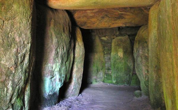 Indre del af kammergangen og udmundingen i gravkammeret.