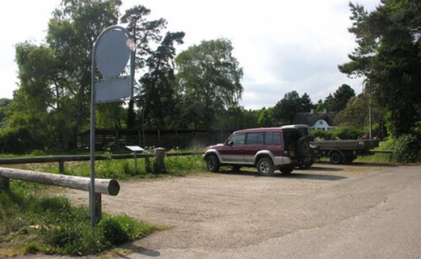 P-pladsen ved Petersværft ud til Ulvsund og Kalve Strøm.