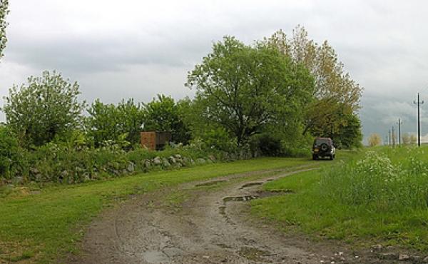 Markvej og P-plads ved Svinøvestervej.